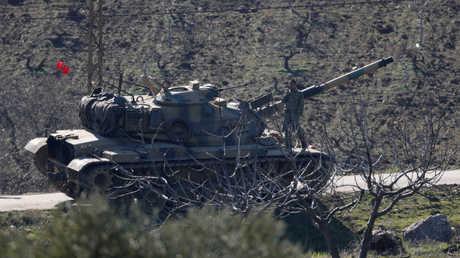 دبابة تركية على حدود سوريا
