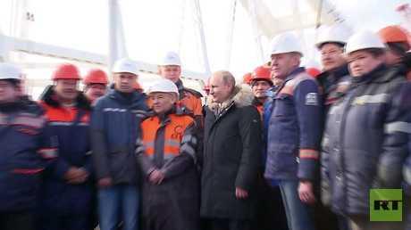 بوتين يتفقد مشاريع حيوية في القرم