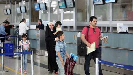 عوائل من محافظات عراقية في مطار أربيل