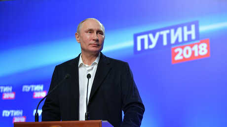 الرئيس الروسي فلاديمير بوتين خلال مؤتمر صحفي في مقر حملته الانتخابية، 18/3/2018