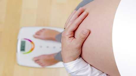 الدهون المتراكمة في الخصر تزيد خطر إصابة الأطفال بالتوحد