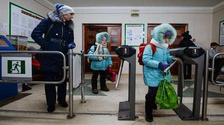 مدخل مدرسة ابتدائية روسية - أرشيف