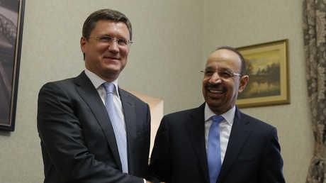 أرشيف - وزيرا الطاقة الروسي ألكسندر نوفاك والسعودي خالد الفالح