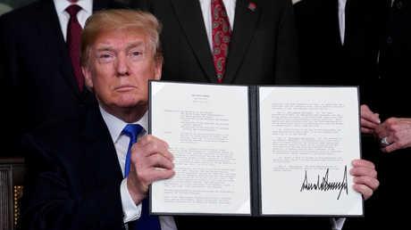 دونالد ترامب يوقع مذكرة تجارية ضد الصين