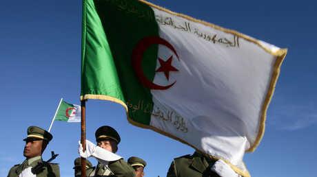 أفراد من القوات المسلحة الجزائرية