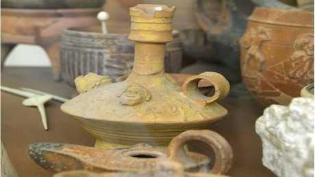 العثور على إبريق يحتوي على كحول عمره 2000 سنة