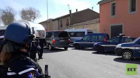 مقتل شخصين بعملية تحرير رهائن جنوبي فرنسا ومنفذ العملية يطالب بالإفراج عن صلاح عبد السلام