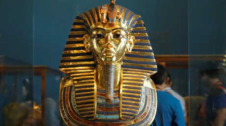 تمثال ذهبي لتوت عنخ آمون