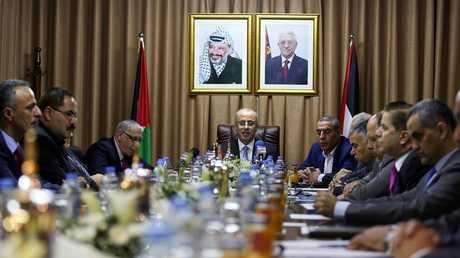 رامي الحمد الله يترأس جلسة لحكومة التوافق الفلسطيني في غزة - أرشيف -