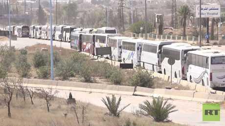 خروج مئات من مسلحي حرستا وعائلاتهم من الغوطة باتجاه إدلب