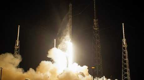 """إطلاق صاروخ""""فالكون - 9"""""""