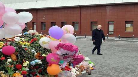 بوتين  يزور موقع حريق المركز التجاري في كيميروفو، روسيا 27 مارس 2018