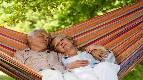 العلماء يكشفون سر قلة النوم ليلا مع التقدم بالعمر