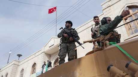 """عناصر للجيش التركي و""""الجيش السوري الحر"""" في سوارع عفرين"""