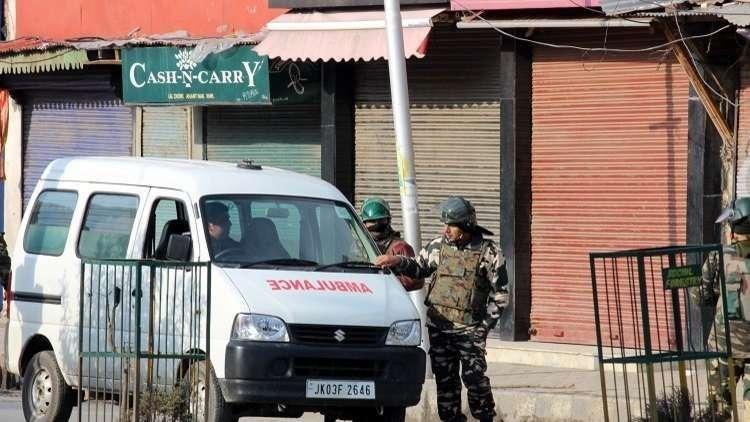 مقتل 10 أشخاص بانهيار مبنى في الهند إثر اصطدام سيارة بواجهته
