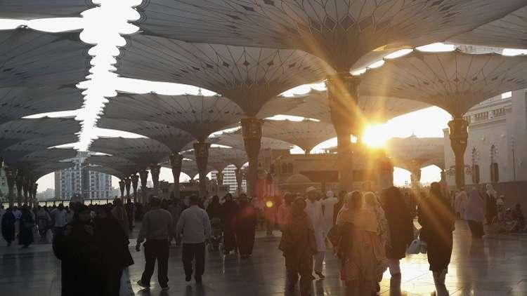 فصل المعتكفين عن المصلين في المسجد النبوي