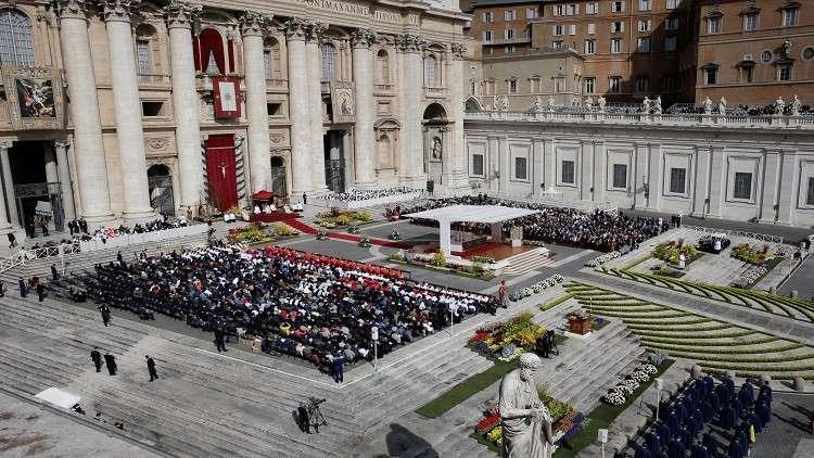 البابا فرانسيس يترأس قداس عيد القيامة بالفاتيكان