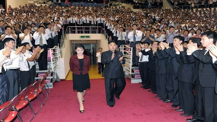 الزعيم الكوري الشمالي يحضر حفلا غنائيا لفنانين كوريين جنوبيين
