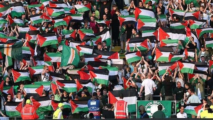 جماهير سلتيك ترفع 16 علما فلسطينيا تضامنا مع غزة