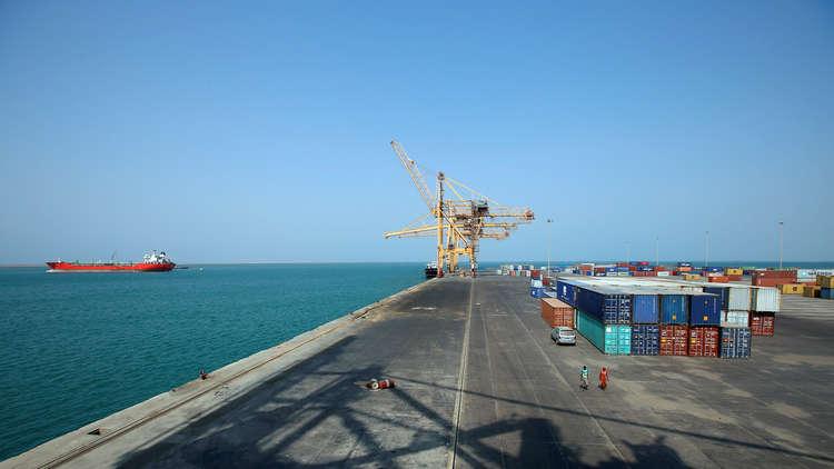 قوة بحرية أوروبية تكشف اسم الناقلة السعودية التي قصفها الحوثيون