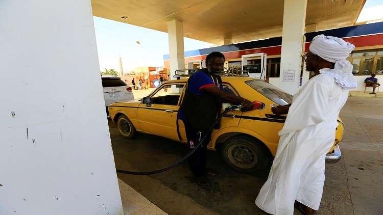 الخرطوم... نقص كبير بالبنزين والديزل وطوابير تصطف أمام محطات الوقود