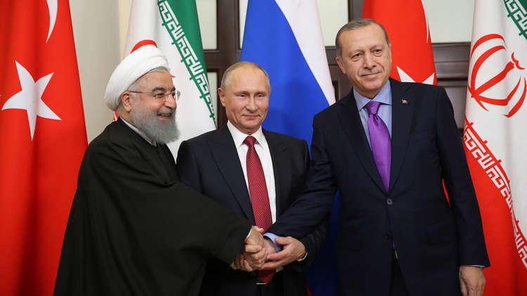 كيف توازن روسيا بين تركيا وإيران