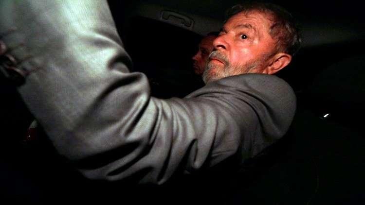 قاض برازيلي يمهل الرئيس الأسبق ساعات لتسليم نفسه
