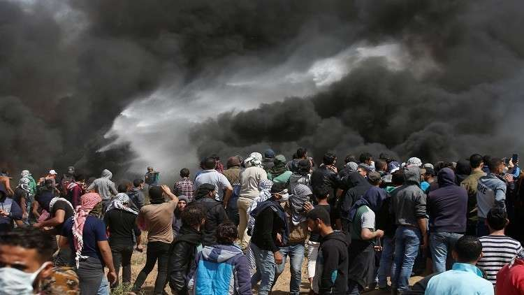 أعراض غريبة على فلسطينيين بعد استنشاق غاز أطلقه الجيش الإسرائيلي (فيديو)
