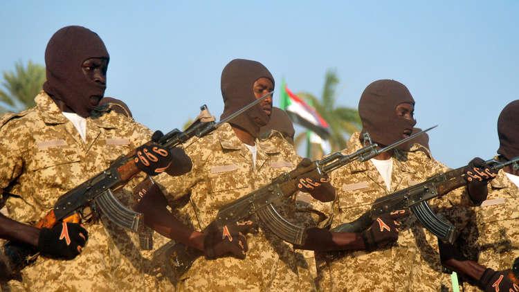 قوات برية سودانية تشارك في تدريب عسكري كبير بالسعودية