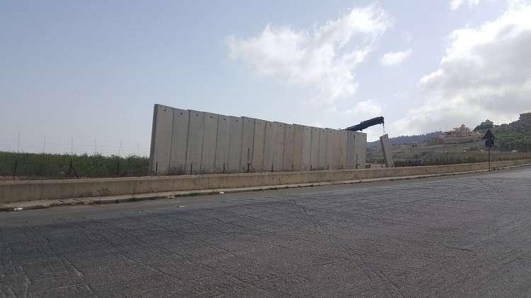 إسرائيل تستأنف بناء جدار إسمنتي فاصل على الحدود مع لبنان