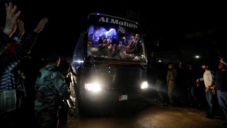 سوريا.. المدنيون يستولون على محتويات مستودعات
