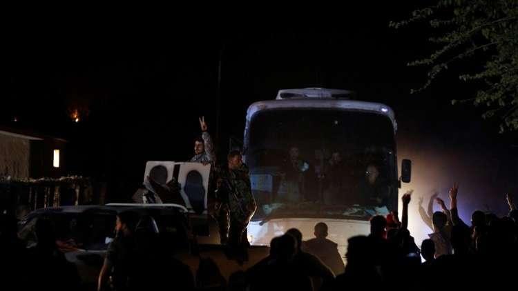 وصول الدفعة الأخيرة من المختطفين إلى صالة الفيحاء بدمشق بعد تحريرهم من أيدي
