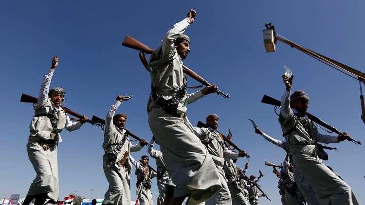 بالفيديو.. قائد كتيبة حوثية ينشق عن الجماعة ويدعو زملاءه للالتحاق به