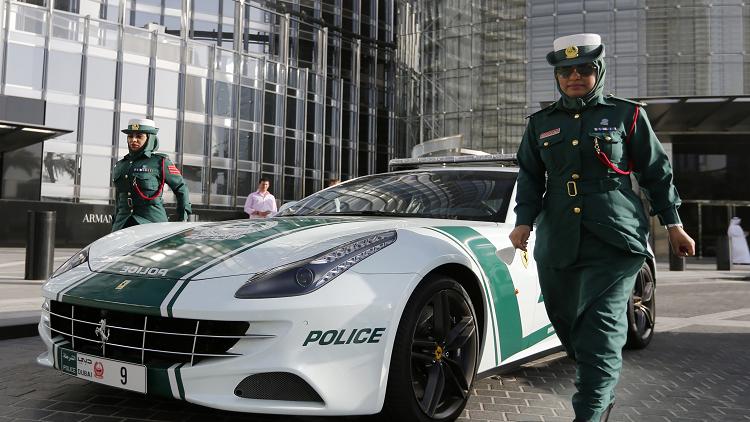 دبي تختبر لوحات قيادة رقمية بإمكانها محادثة الشرطة
