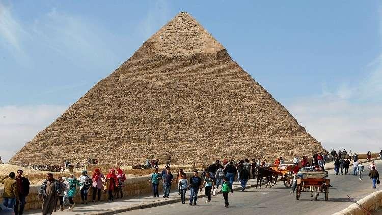 بالصور.. كوكبة من ملكات جمال العالم يروّجن للسياحة المصرية