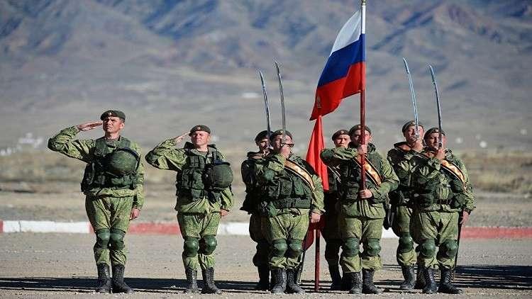 القوات المسلحة الروسية تتحول إلى جيش من المتعاقدين