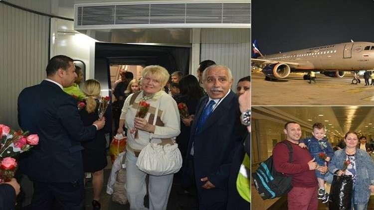 بعد انقطاع أكثر من عامين.. مطار القاهرة يستقبل بالورود ركاب طائرة روسية