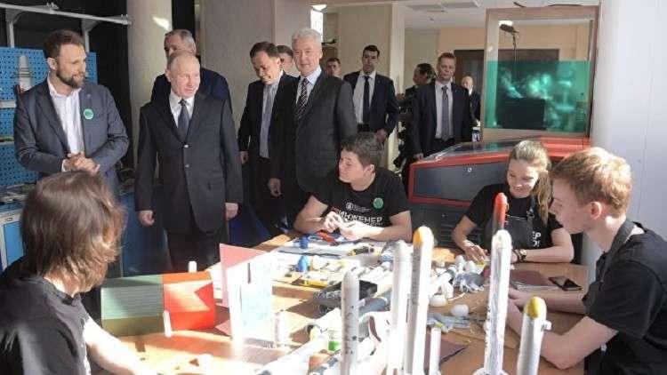 بوتين يتعهد بالاستمرار في تحقيق البرنامج القمري الروسي