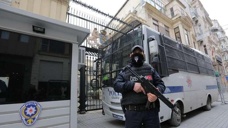 السلطات التركية تعتقل 70 ضابطا لصلتهم بغولن