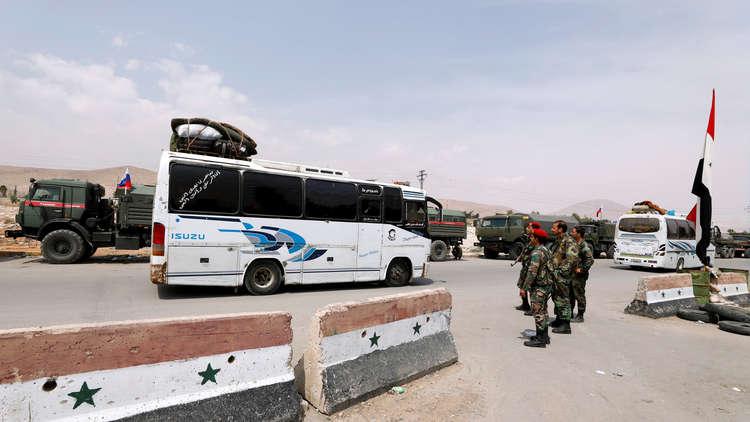 مركز المصالحة الروسي: خروج آخر دفعة من المسلحين وعوائلهم من دوما في الغوطة الشرقية