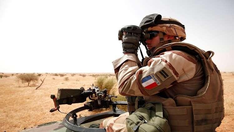 متنكرون بزي القبعات الزرق يهاجمون قاعدتين فرنسية وأممية في مالي