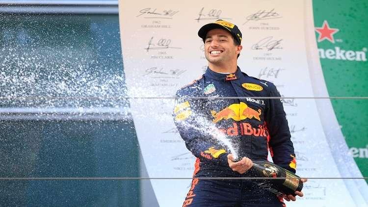 ريكياردو يتوّج بجائزة الصين الكبرى للفورمولا 1