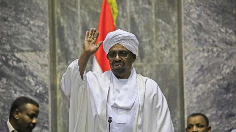 نائب سوداني: البشير رجل صالح وصبور