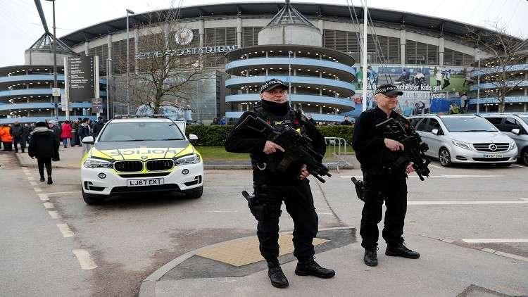 وسائل إعلام بريطانية: إصابة 6 أشخاص في حادث دهس أمام مركز تجاري في مانشستر