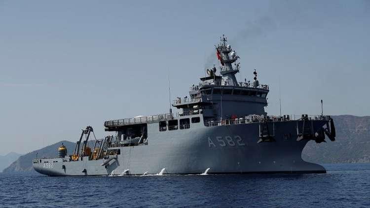 تركيا تحذر أثينا بعد رفع العلم اليوناني على جزيرة في بحر إيجه