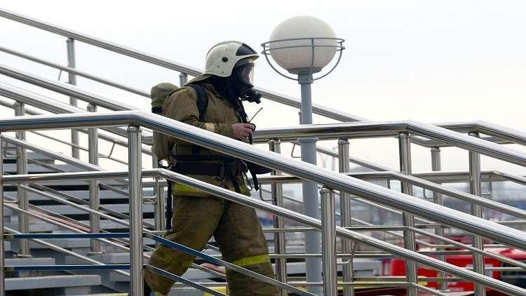إخماد حريق ضخم في مركز تجاري شمال غربي روسيا