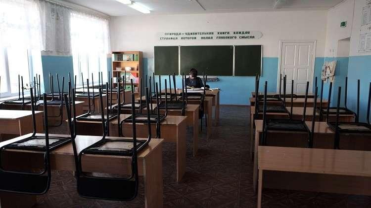 تلميذ يضرم النار بمدرسته ويحاول قتل معلمة