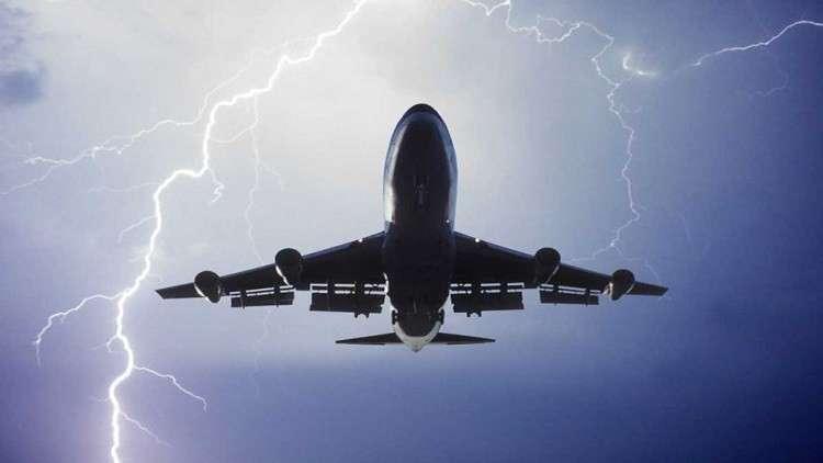 خبراء يكشفون أسباب المطبات الجوية!