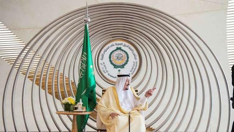 الملك سلمان يبحث نبذ العنف مع رئيس المجلس البابوي