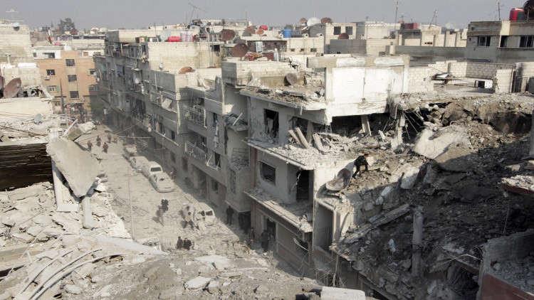 رصد سيارة تابعة لمنظمة دولية قرب موقع الهجوم الكيميائي المزعوم في دوما